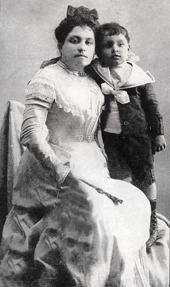 1905 - LMM y Amalia Main007