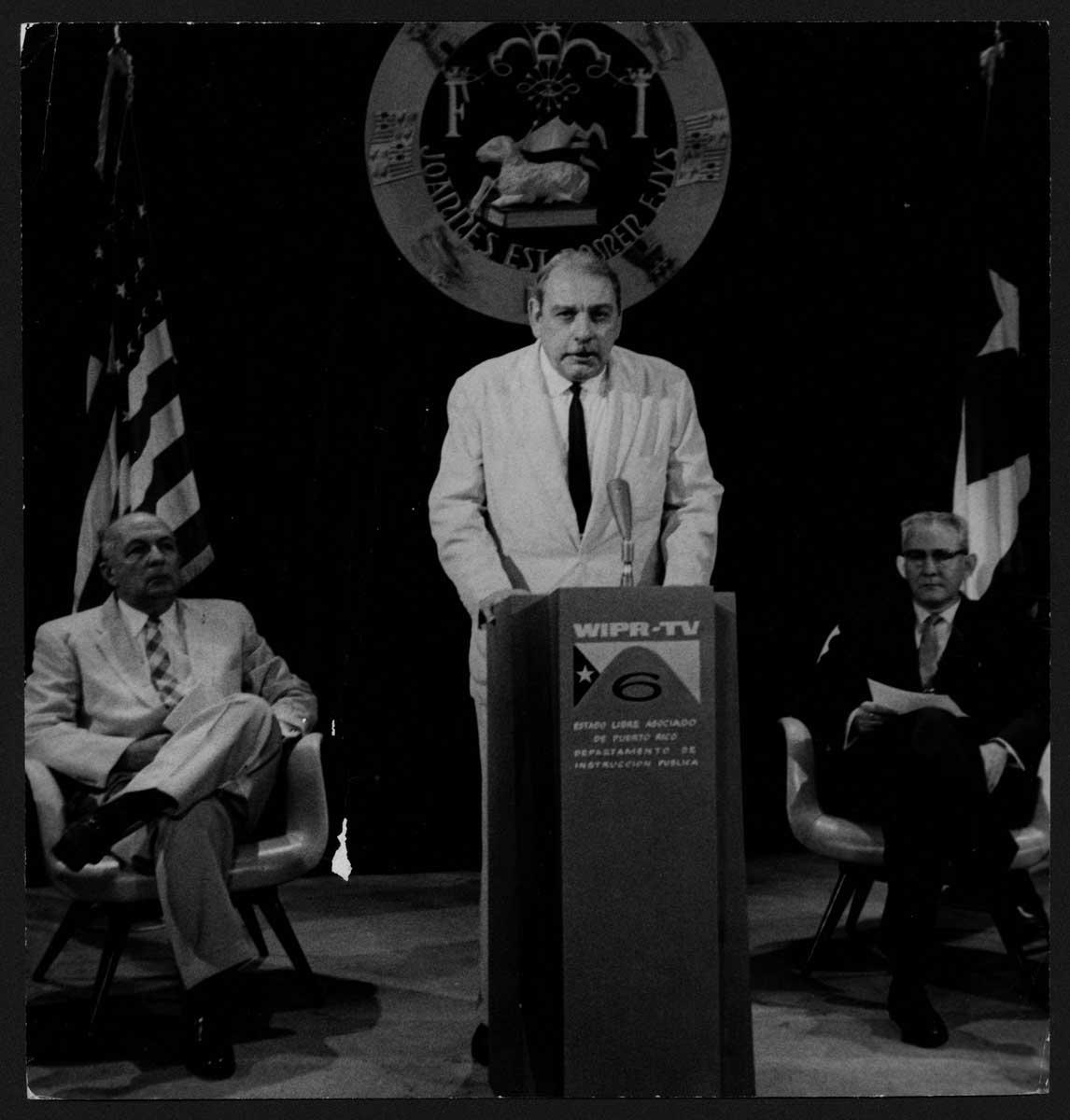 [Muñoz Marín hablando en el acto de inauguración de la emisor
